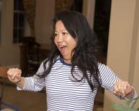 Aantrekkelijke Koreaanse en vrouw die zingen dansen royalty-vrije stock foto's