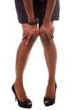 Aantrekkelijke lange benen die zich in zwarte hoge hielen bevinden Stock Afbeelding