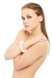Aantrekkelijke naakte vrouw die omvatten door handen. royalty-vrije stock afbeelding
