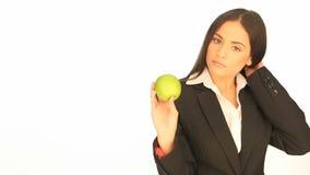 Aantrekkelijke onderneemster met een appel stock videobeelden