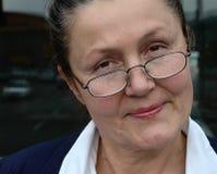 Aantrekkelijke oudere vrouw Stock Afbeelding