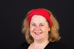 Aantrekkelijke rode haired lite te zware Europese rijpe vrouw met stock afbeelding