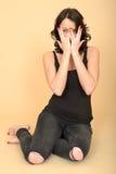 Aantrekkelijke Sexy Jonge Vrouw die Zwarte Jeans en Vestbovenkant dragen stock afbeeldingen