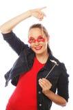 Aantrekkelijke speelse jonge vrouw Zwarte Modieuze Toebehoren Stock Foto's