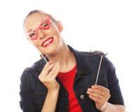Aantrekkelijke speelse jonge vrouw Zwarte Modieuze Toebehoren Stock Afbeeldingen