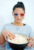 Aantrekkelijke vrouw die 3 glazen van D dragen Stock Fotografie