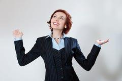 Aantrekkelijke vrouw in een pak gelukkig succes Royalty-vrije Stock Foto's