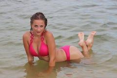 Aantrekkelijke vrouw in het zwempak Royalty-vrije Stock Fotografie
