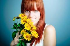 Aantrekkelijke vrouw met bloemen Royalty-vrije Stock Foto