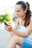 Aantrekkelijke vrouw met cellphone Stock Afbeelding