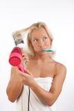 Aantrekkelijke vrouw na bad in ochtend Stock Afbeelding
