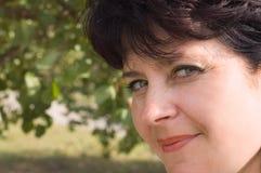Aantrekkelijke vrouw op middelbare leeftijd Royalty-vrije Stock Afbeeldingen