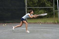 Aantrekkelijke vrouwelijke tennisspeler Stock Foto's