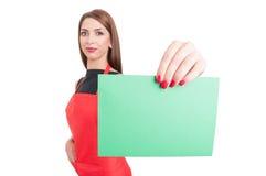 Aantrekkelijke werknemer met lege raad Stock Afbeelding