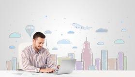 Aantrekkelijke zakenman met de achtergrond van de stadshemel -hemel-scape Royalty-vrije Stock Afbeelding