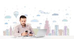 Aantrekkelijke zakenman met de achtergrond van de stadshemel -hemel-scape Stock Fotografie