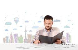 Aantrekkelijke zakenman met de achtergrond van de stadshemel -hemel-scape Royalty-vrije Stock Fotografie