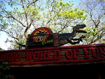 Aantrekkelijkheden binnen het Dinosauruseiland in Clark Picnic Grounds in Mabalacat, Pampanga royalty-vrije stock foto's