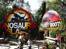 Aantrekkelijkheden binnen het Dinosauruseiland in Clark Picnic Grounds in Mabalacat, Pampanga Royalty-vrije Stock Afbeelding