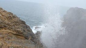 Aantrekkelijkheden van Sri Lanka Waterval Dichte Omhooggaand stock footage