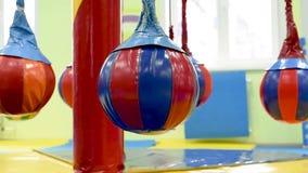 Aantrekkelijkheid voor het vermaak van kinderen in de ruimte stock video