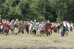 Aanvallende Vikingen in Moesgaard royalty-vrije stock fotografie
