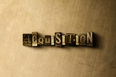 AANWINST - close-up van grungy wijnoogst gezet woord op metaalachtergrond vector illustratie