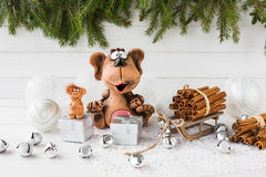 Aap met giften Nieuw jaar 2016 De samenstelling van Kerstmis Stock Afbeeldingen
