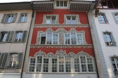 Aarau är en stad, en kommun och huvudstaden av den nordliga schweiziska kantonen av Aargau Royaltyfri Fotografi