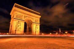 AArc de triomphe en la noche, París Imágenes de archivo libres de regalías