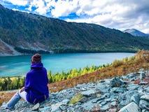 Aard van de Altai-Bergen meer Multinskoe Rusland September 2018 stock foto