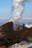 Aard van Kamchatka: uitbarstingsvulkaan Royalty-vrije Stock Afbeelding