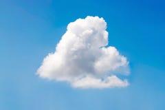 Aard witte wolk op blauwe hemelachtergrond in dag Royalty-vrije Stock Afbeelding