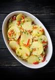Aardappel in de schil in een schotel Stock Fotografie