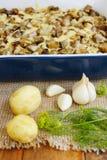 Aardappel in de schil met auberginekaas en knoflook Royalty-vrije Stock Fotografie