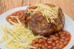 Aardappel in de schil met Bonen en Kaas Stock Afbeelding