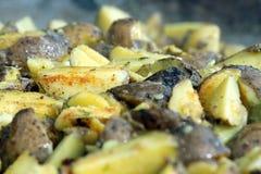 Aardappel in de schil met de huidclose-up stock afbeeldingen