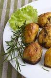 Aardappelen in de schil met rozemarijn Royalty-vrije Stock Foto
