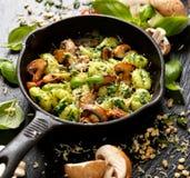 Aardappelgnocchi, heerlijke vegetarische schotel stock foto's