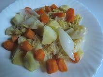 Aardappelhutspot met wortel en kool royalty-vrije stock foto