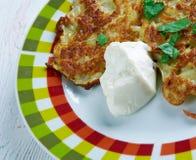 Aardappelpannekoek latkes Stock Foto