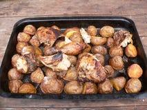Aardappels en kip Stock Afbeelding