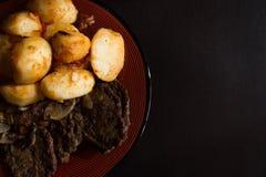 Aardappels en lapje vlees Stock Afbeelding