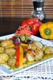Aardappels en Olijven in Olie Stock Fotografie