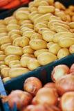 Aardappels op landbouwersmarkt in Parijs, Frankrijk Royalty-vrije Stock Fotografie