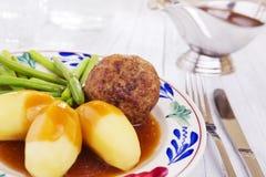 Aardappels, vlees en groenten; een traditioneel Nederlands diner Stock Foto's