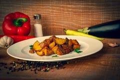 Aardappels voor de behoeften van het restaurant worden gediend dat royalty-vrije stock foto
