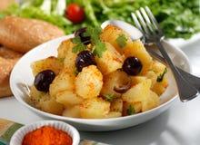 Aardappelsalade in de plaat Stock Afbeelding