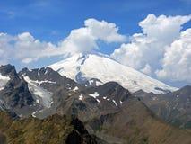 Aardbeeld met sneeuwbergen en wolken Royalty-vrije Stock Afbeelding