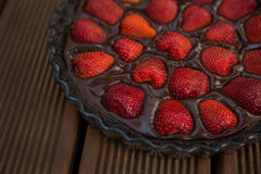 Aardbei-chocolade cake Stock Afbeeldingen